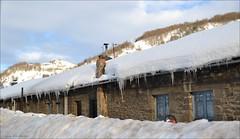 Una gran nevada (Luisa Gila Merino) Tags: nieve villasecadelaciana leónprovincia población carámbanos otoño hielo monte montañas pueblo laciana