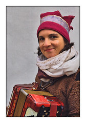 Marché de Noël accordéoniste (jeanmichelchristian) Tags: musicienne accordéoniste noël alsace marckolsheim sourire