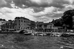 190703-065 Venise (clamato39) Tags: samsung venise italie italy europe ciel sky clouds nuages eau water canal voyage trip urban urbain ville city blackandwhite bw noiretblanc monochrome