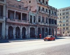 Streets of Havana - Cuba (IV2K) Tags: havana habana lahabana cuba cuban kuba caribbean habanavieja centro centrohavana mamiya mamiya7 mamiya7ii mediumformat kodak kodakfilm film filmphotography kodakektar kodakektar100 ektar ektar100 ishootfilm istillshootfilm malecon