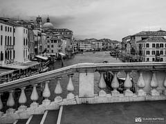 190703 Venise (clamato39) Tags: olympus venise italie italy escaliers stairs urban urbain city ville canal eau water ciel sky blackandwhite bw monochrome noiretblanc voyage trip