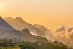 _Y2U1502-04.0213.Hầu Thào.Sapa.Lào Cai (hoanglongphoto) Tags: asia asian vietnam northvietnam northernvietnam northwestvietnam landscape scenery vietnamlandscape vietnamscenery sapalandscape nature natureinsapa sunrise sky clouds flanksmountain mountain mountainouslandscapeinvietnam mountainousofsapa forest theforest canoneos1dx canonef70200mmf28lisiiusm tâybắc làocai sapa hầuthào phongcảnh phongcảnhsapa thiênnhiên thiênnhiênsapa bìnhminh bìnhminhsapa mây cloudsofsapa mâysapa bầutrời rừng sườnnúi dawninsapa