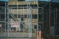 Keep out! (michael_hamburg69) Tags: alcatraz san francisco usa america amerika westküste west coast city island insel jail prison gefängnis museum behindbars warning sign keepoff gefängnisinsel chainlink fence rusty rust rost maschendraht zaun california kalifornien
