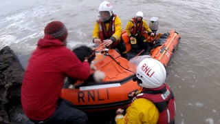 Rescue of 6 people and 2 dogs cut off by the tide at Nash Point