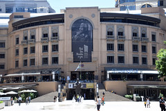 DSC_7303 Nelson Mandela Square Sandton Johannesburg South Africa Find the Madiba in you. 100 Nelson Mandela Centenary 2018 Be the Legacy (photographer695) Tags: nelson mandela square sandton johannesburg south africa find madiba you 100 centenary 2018 be legacy