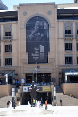 DSC_7302 Nelson Mandela Square Sandton Johannesburg South Africa Find the Madiba in you. 100 Nelson Mandela Centenary 2018 Be the Legacy (photographer695) Tags: nelson mandela square sandton johannesburg south africa find madiba you 100 centenary 2018 be legacy