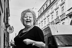 Frau (rainerneumann831) Tags: bw blackwhite street streetscene ©rainerneumann urban monochrome candid city streetphotography blackandwhite lisboa lissabon frau lachen portrait