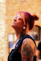 Pensare - To Think (Eugenio GV Costa) Tags: ritratto street persone portrait outside people red tattoos woman