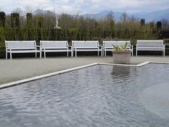 five white benches (Hayashina) Tags: venariareale garden bench white five water hbm