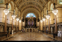 St George's Hall, Liverpool, UK (JH_1982) Tags: st georges hall neoclassical style landmark building historic historisch architecture architektur concert national heritage list interior great art artwork columns roof ceiling mosaic minton tile floor balcony organ chandelier chandeliers liverpool 利物浦 リヴァプール 리버풀 ливерпуль england inglaterra angleterre inghilterra uk united kingdom vereinigtes königreich reino unido royaumeuni regno unito 英国 イギリス 영국 великобритания