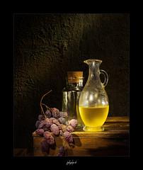 Stilleben mit Gläsern Weintrauben (fotobagaluten.de) Tags: stilleben stillife grapes bottles mood
