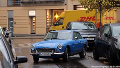 MG B GT V8 (Wouter Bregman) Tags: btg883h mg b gt v8 mgb bgt mgbgt coupé coupe blue bleu joachimstrase joachimstrasse berlin mitte berlijn germany deutschland duitsland allemagne герма́ния vintage old classic british car auto automobile voiture ancienne anglaise uk brits vehicle outdoor dhl
