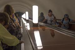 Al binario della Metro... (Renato Pizzutti) Tags: russia mosca metropolitana scalamobile gente persone discesa nikon renatopizzutti