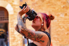 l'anima del soggetto - the soul of the subject (Eugenio GV Costa) Tags: ritratto street persone portrait outside people red tattoos woman fotografo photographer