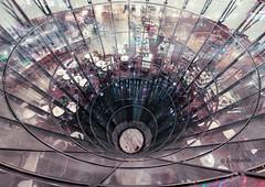Glastrichter im Kaufhaus Galeries Lafayette in Berlin (petra.foto busy busy busy) Tags: fotopetra berlin germany glastrichter kaufhaus reflexion vonoben stockwerk galerieslafayette