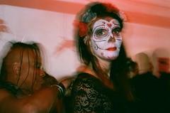 (Eric Jan Zen) Tags: leica cm fuji superia 400 800 halloween díadelosmuertos paris point ephémère night nuit