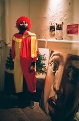(Eric Jan Zen) Tags: leica cm fuji superia 400 800 halloween díadelosmuertos paris clown grands voisins