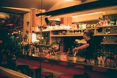 Le Petit Martin (Eric Jan Zen) Tags: nuit paris bar superia fuji 800 leica cm
