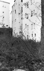 Huertas, Madrid (marioandrei) Tags: ilford hp5 ei400 contax g2 zeiss planar 45mm f2 t kodak hc110