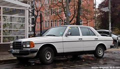 Mercedes 230E 1980 (Wouter Bregman) Tags: blb1980h mercedes 230e 1980 w123 mercedes230e mercedesw123 230 blanc white zehdenicker strase zehdenickerstrase zehdenickerstrasse berlin mitte berlijn germany deutschland duitsland allemagne герма́ния youngtimer vintage old german classic car auto automobile voiture ancienne allemande deutsch duits vehicle outdoor