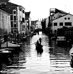 Gondoliers (Professor Bop) Tags: venice2019 venice italy canal boat water blackandwhite bw monochrome monochromatic buildings structures architecture gondola gondoliers people olympusem1 professorbop drjazz
