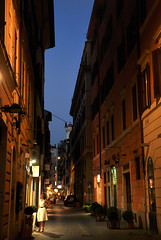 In the streets of Rome (DameBoudicca) Tags: italy italien italia italie イタリア rome rom roma ローマ streetshot street gata strase calle rue strada 道 streetphotography evening kväll afton abend soir sera 夕 ゆう crepúsculo bluehour blåtimmen blauestunde horaazul heurebleue orablu ブルーアワー