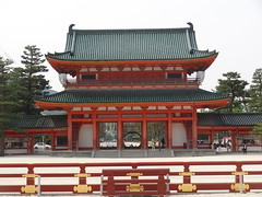Heian-jingu Shrine (LauriusLM) Tags: heianjingushrine heianjingutemple heianjingu temple templeshinto sanctuaireshinto kyoto kyōto kyōtoshi heiankyō sanctuaire kansai japon edo asie asia ville town city architecture pointdevu viewpoint extérieur paysage landscape nature photography photographie vacances holidays travel voyage géo photo photogéo lonely monde gettyimage flickr travelphotography lonelyplanet yahoo wikipedia googleimage imagesgoogle nationalgeographic photoflickr photogoogleearth photosflickr photosyahoo sonycybershotdschx9v potd:country=fr red rouge couleurs colors