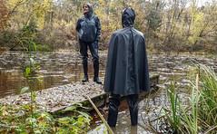 Duell (kleppertomanie) Tags: klepper cape raincape regencape stiefel gummistiefel wellies waders watstiefel hood rainwear boots rubberboots