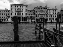 190703-048 Venise (clamato39) Tags: olympus venise italie italy europe voyage trip canal eau water ciel sky ville city urban urbain blackandwhite bw monochrome noiretblanc