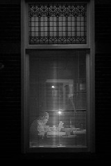the window (Rien van Voorst) Tags: streetphotography straatfotografie strasenfotografie fotografíacallejera photographiederue fotografiadistrada monochrome city urban highcontrast nederland thenetherlands raam window fenster
