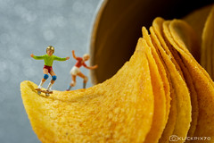 Pringles Skater (explored) (klickpix70) Tags: tags hinzufügen macromondays h0scale h0 photography humor figures preiser colourfull colors colorful colours little people tinny creative kreativ tabletop stilleben smallworld funny macro makro closeup unexplored discovery journey tiny small bokeh dof details nahaufnahme tiefenschärfe helper broken fuji fujifilm xt30 case brandsandlogos brands logos pringles halfpipe skaten skater sport chips chipsletten miniaturepeople littlepeople tinypeople miniatur lustig