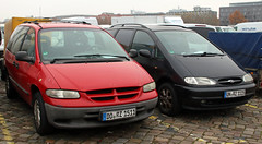 Minivans (Schwanzus_Longus) Tags: german germany us usa america american modern car vehicle van minivan family green daimler chrysler voyager dodge caravan auto fahrzeug outdoor spotted spotting carspotting bremen ford galaxy
