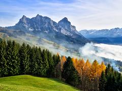 Berge im Herbst (torremundo) Tags: berge landschaften bäume motive sattel schwyz schweiz herbst herbststimmung herbstfärbung herbstfarben mythen