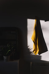 Vintage room (Thomas Verleene) Tags: vintage room sun shadow shadows dark home interior minimalism minimalist architecture abstrait abstract eos canon m50 photo mur light lights lumière lumières color colors yellow