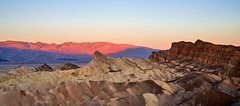 Sunrise at Zabriskie Point - Death Valley, California (W_von_S) Tags: deathvalley deathvalleynationalpark california kalifornien usa us america amerika unitedstates vereinigtestaaten landschaft landscape paysage paesaggio panorama paisaje natur nature sunrise sonnenaufgang zabriskiepoint felsen rocks berge mountains wüste desert alpenglühen alpenglow colorful farbig wvons werner sony sonyilce7rm4 outdoor southwest südwesten furnacecreek texturen texture autumn herbst 2019