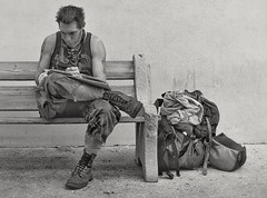 street artist (in transit) (Bluescruiser1949) Tags: florida staugustine artist streetartist blackandwhiteversion blackwhitephotography photoop wanderingaboutphotography streetportrait candidportrait travelling intransit
