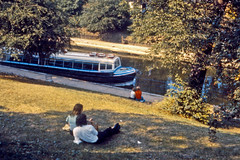 Picnic by the Canal (AntyDiluvian) Tags: england greatbritain britain london vintage zoo londonzoo canal regentscanal canalboat waterbus picnic couple knoll