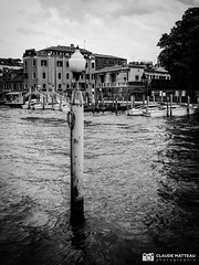 190703-061 Venise (clamato39) Tags: olympus venise italie italy europe canal eau water ciel sky clouds nuages voyage trip blackandwhite bw monochrome noiretblanc urban urbain city ville