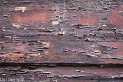 Holz & Lack --- Wood & paint (der Sekretär) Tags: anstrich austria brett detail farbe holz lack lackierung viennea wien abblättern abgeblättert abgebröckelt alt board bröcklig closeup lacquer old paint peeloff peeledoff plank verwittert weatherbeaten weathered wood österreich
