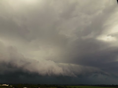 (Observer ☼☼) Tags: storm chuva rain tempestade shelfcloud nubes tormenta southern brazil paraná nature nuvens clouds natureza thunderstorm primavera spring sul brasil