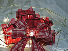 20191126 Gifts PlaceHolders c (SMD Pics) Tags: weeklythemechallenge wtc gifts snowflake lights red placeholders tulle ribbon wreath