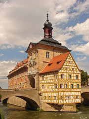 Bamberg - rathaus (Grotevriendelijkereus) Tags: bamberg bavaria germany baroque altstad town city stadt altstadt historisches historic bayern deutchland architecture building tower turm rathaus hall timber framed bridge bruecke