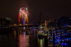 Feuerwerk in Bremen (hph46) Tags: bremen feuerwerk deutschland norddeutschland fireworks river weser harbour ships nightshot longexposure canonef2470mm14lisusm canoneosrp
