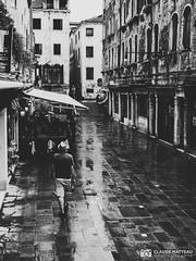 190703-123 Sous la pluie (clamato39) Tags: olympus venise italie italy europe voyage trip urban urbain ciel ville blackandwhite bw monochrome noiretblanc
