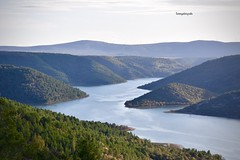 The Krka Nationalpark from above (Tommysfotografie) Tags: uitzicht ausblick vista overview panoramaview panorama nature dalmatia kroatien hrvatska croazia croatia nationalpark behindthelens bergen fjell bos wald foresta forêt forest landscapeshot landscapeperfection landscapepicture landscapeview landscapephoto landscapephotography landschaft landschap landscape mountains mountainview fluss rivier rio lac lago meer see riverview river lakeview lake krkariver krkanationalpark krka