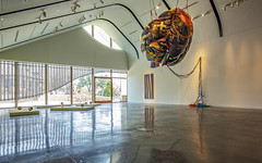 Inside the Art Center (ken mccown) Tags: laumeiersculpturepark kirkwood missouri architecture artgallery sculpture art adamaronsonfineartscenter triversassociates sunsethills