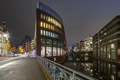 Stadthausbrücke - Hamburg (Duke.Box) Tags: nachtaufnahme nachtfotografie hamburg hamburgbeinacht sonya7iii sonyzeiss1635mmf4 architektur architecture langzeitbelichtung longtimeexposure