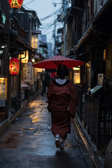 20190414-Canon EOS 6D Mark II-9614 (Bartek Rozanski) Tags: kyoto japan pontocho street rain evening historic entertainment geisha maiko woman kimono lantern