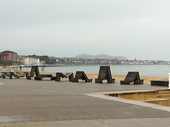 COLWYN BAY (daveandlyn1) Tags: colwynbay fancyseats seaside promenade properties pralx1 p8lite2017 huaweip8 smartphone psdigitalcamera cameraphone shapes