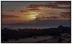 """LAST SUN RAYS""#photooftheday #photography #nature #paisajes #landscape #naturaleza #expressión #galicavisual  #saffsunset #vilagarciadearousa #ailladearousa #pontevedra #galicia #riadearousa #clouds #sun #galiciamaxica #vga_viva #disfrutargalicia #Visita (saffsunset) Tags:"